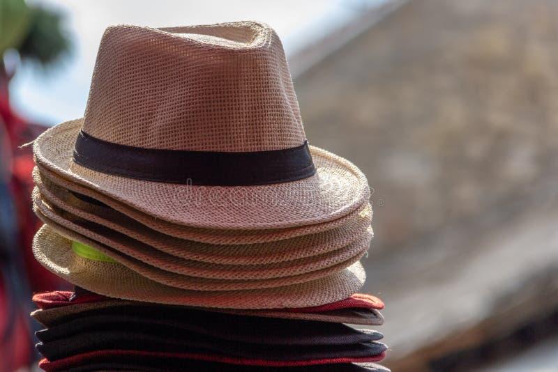 Stapel hoeden van strofedora royalty-vrije stock foto