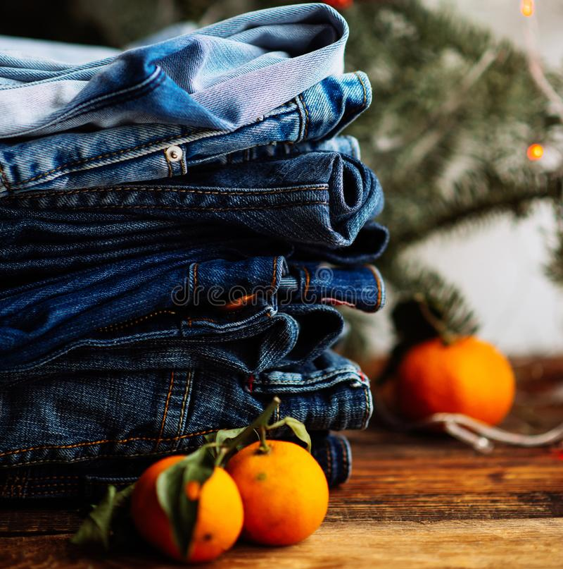 Stapel Jeans lizenzfreies stockbild