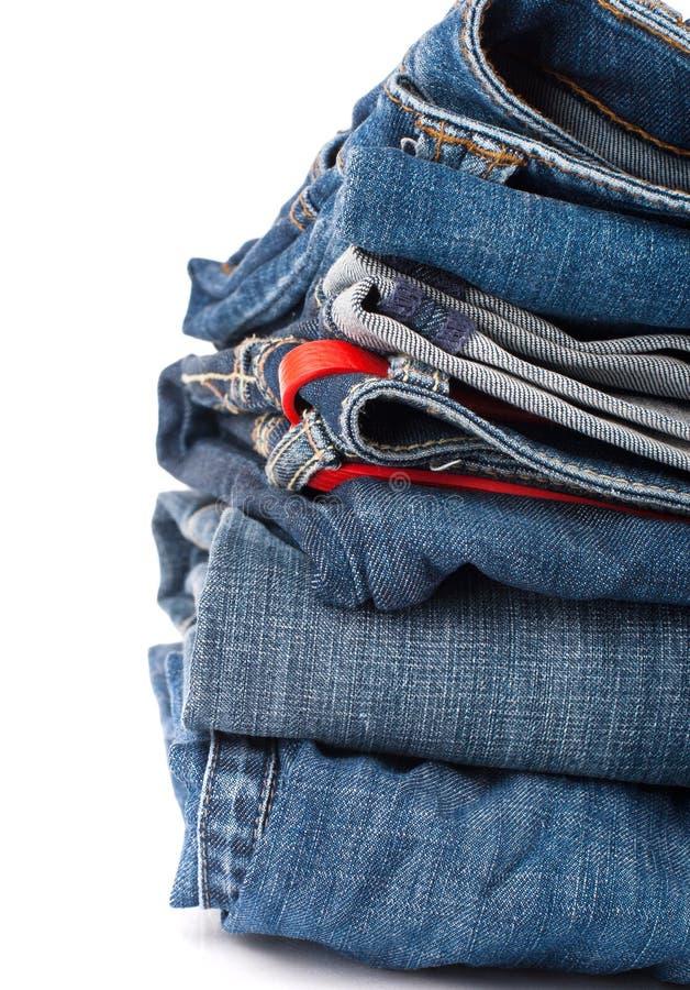 Stapel Jeans lizenzfreie stockfotos