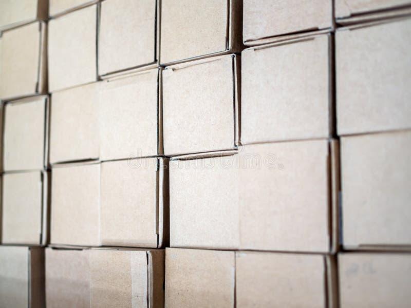 Stapel Kartonkasten-Pakethintergrund stockbilder
