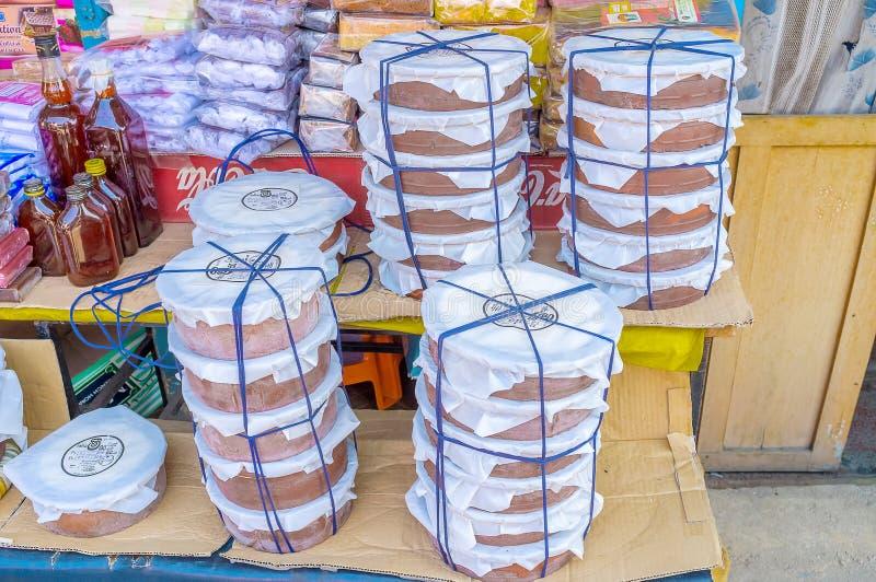 Stapel Klumpengläser in Sri Lanka stockbild