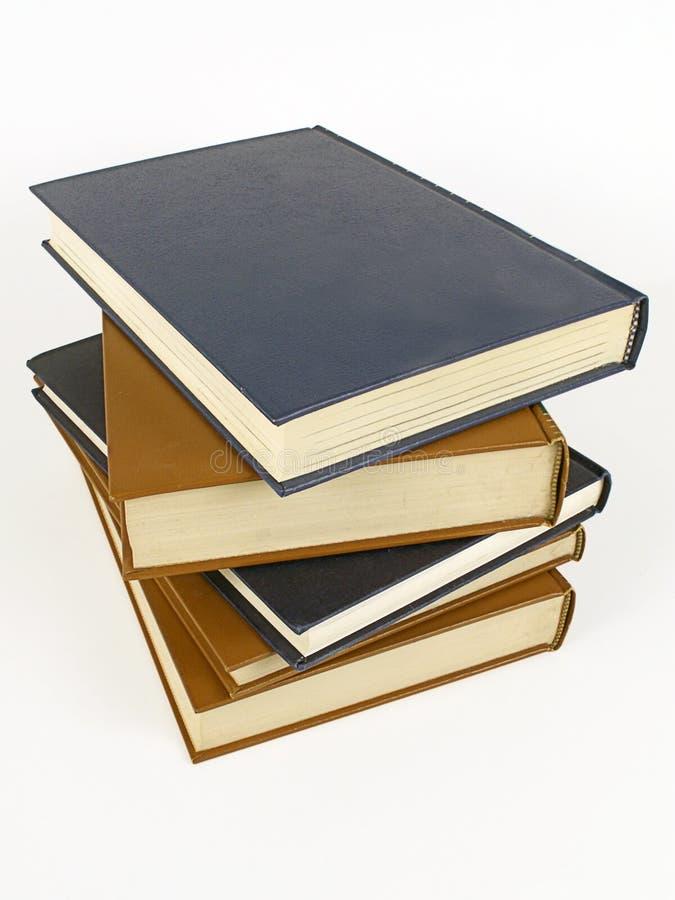 Stapel lederne gebundene Bücher stockbild