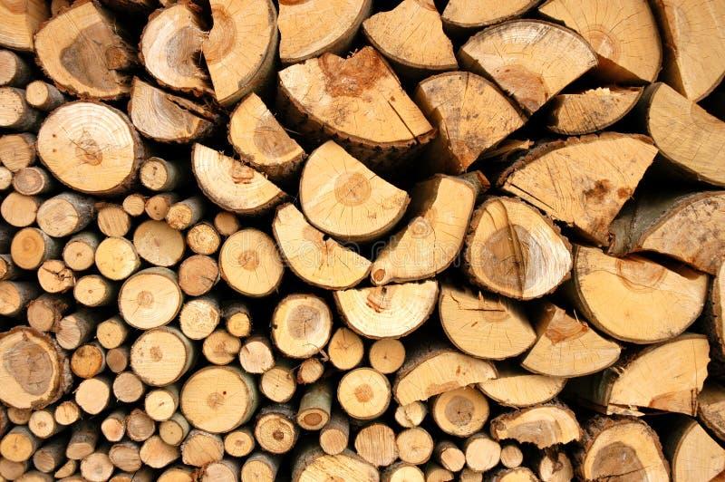 Stapel met brandhout stock afbeeldingen