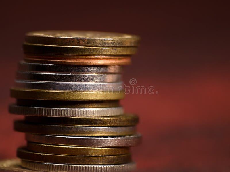 Download Stapel muntstukken stock foto. Afbeelding bestaande uit faillissement - 10780212