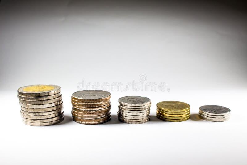Stapel muntstukken met de koning royalty-vrije stock foto