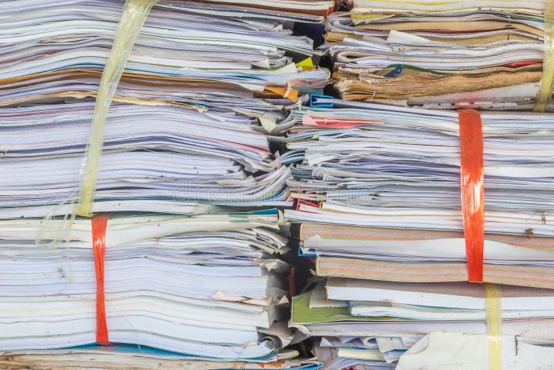 Stapel oder Stapel der alten Papiere für die Wiederverwertung lizenzfreie stockfotografie