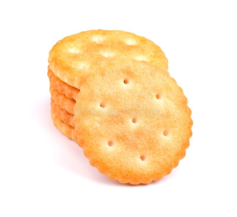 Stapel om cracker op witte achtergrond wordt geïsoleerd die Droge geïsoleerde crackerkoekjes Geïsoleerde Saltines royalty-vrije stock afbeeldingen