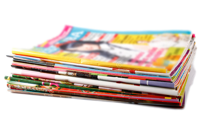 Stapel oude gekleurde tijdschriften royalty-vrije stock foto's