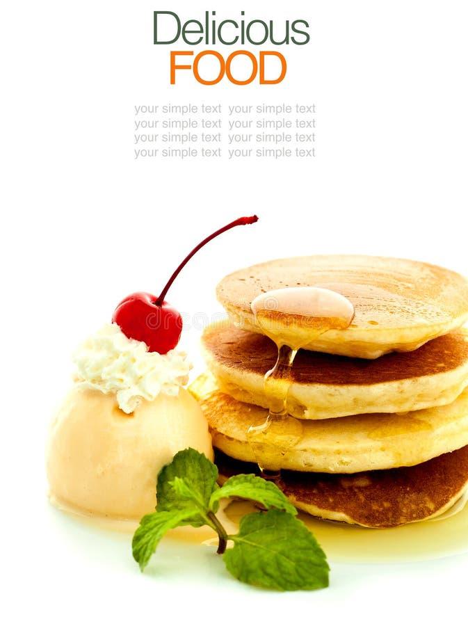 Stapel pannekoeken met stroop stock afbeelding