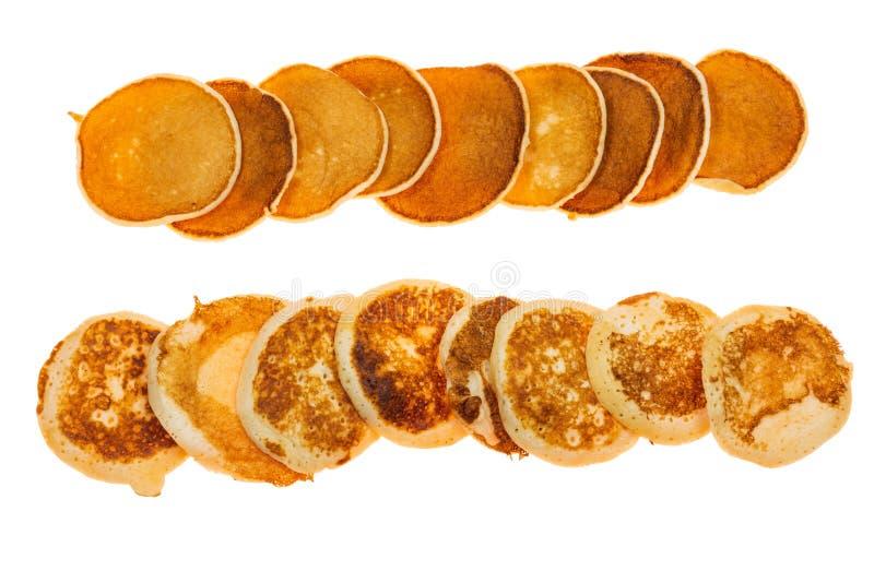 Stapel pannekoeken op witte achtergrond worden geïsoleerd die royalty-vrije stock afbeelding