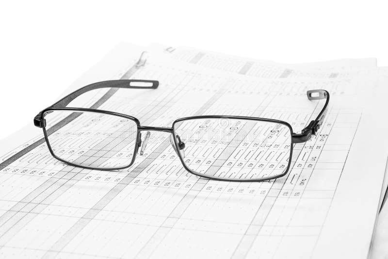 Stapel Papiere und Gläser lizenzfreies stockfoto