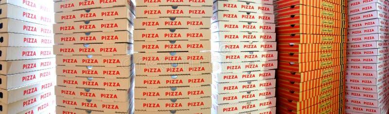 Stapel pizzadozen stock afbeeldingen