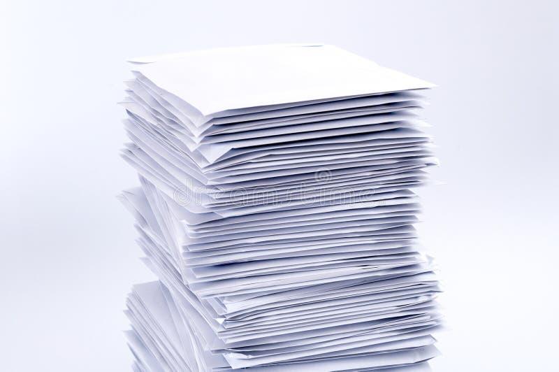 Stapel postbrieven stock foto