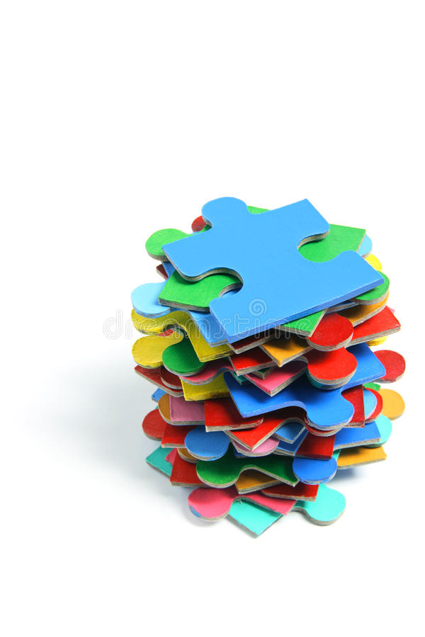 Stapel Puzzle-Stücke stockbilder