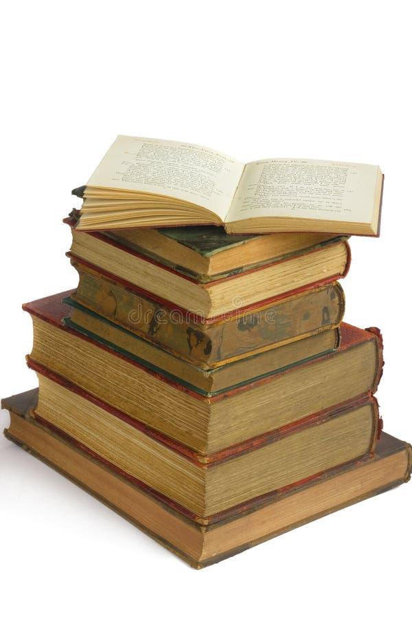 Stapel sehr alte Bücher stockbild
