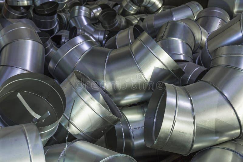 Stapel staal of metaalpijpen als industriële achtergrond stock fotografie