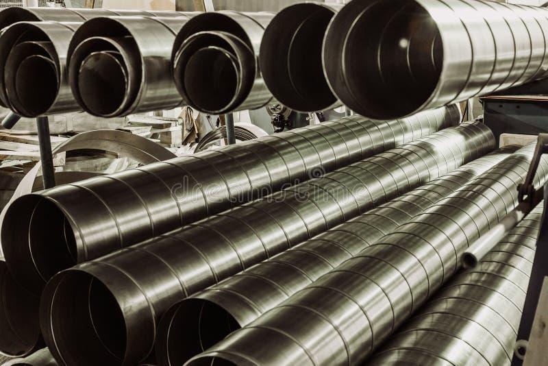 Stapel staal of metaalpijpen als industriële achtergrond royalty-vrije stock foto's