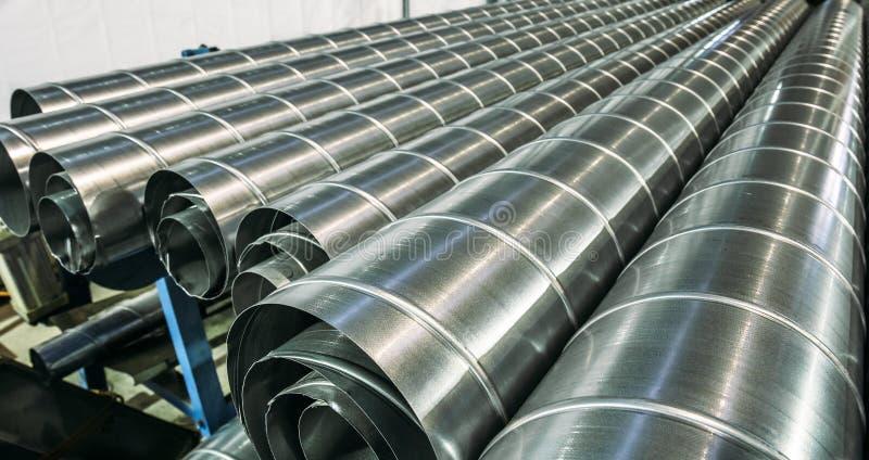 Stapel staal of metaalpijpen of ronde buizen als industriële achtergrond royalty-vrije stock foto