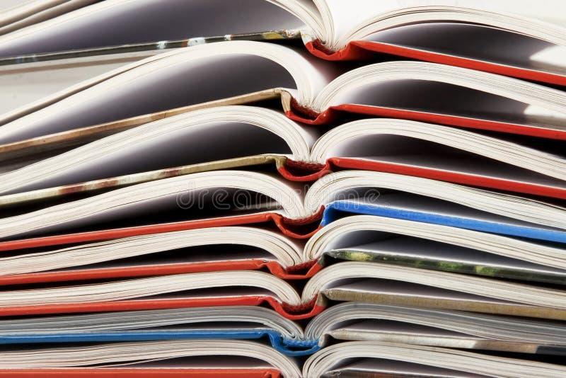 Stapel van boek met het buigen van pagina's royalty-vrije stock afbeeldingen