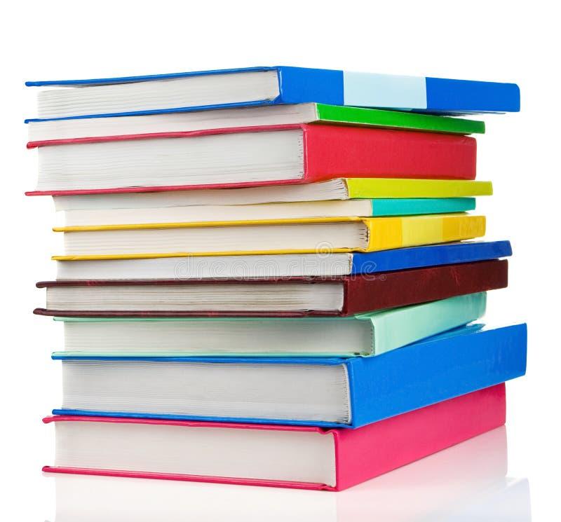 Stapel van boeken die op wit worden geïsoleerdr royalty-vrije stock afbeeldingen