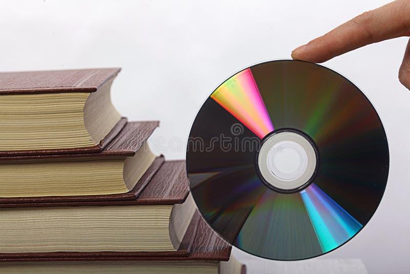 Stapel van boeken en CD-rom royalty-vrije stock afbeeldingen