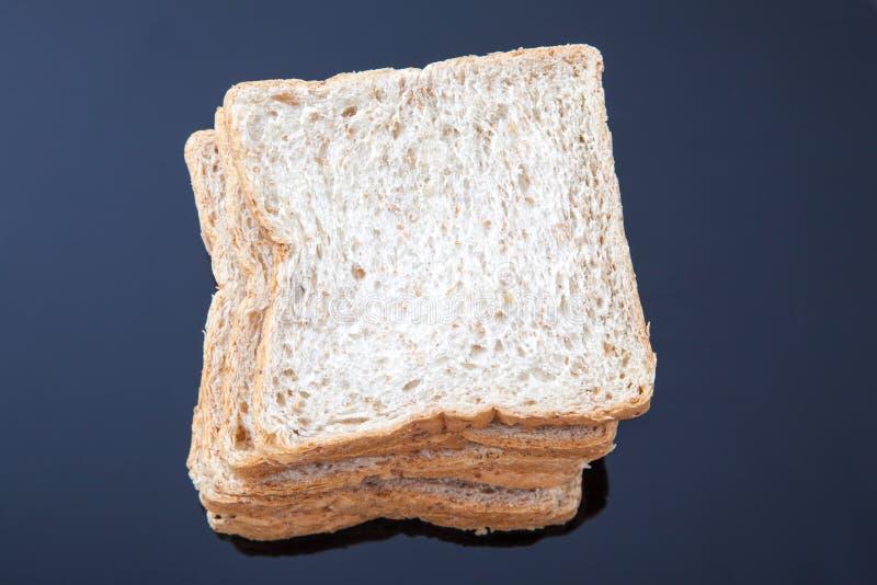 Stapel van brood van de plak het gehele tarwe royalty-vrije stock fotografie
