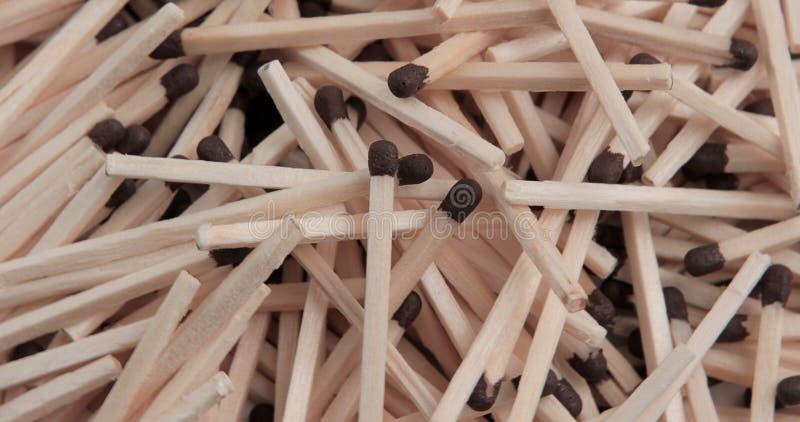 Stapel van bruine houten matchsticks royalty-vrije stock fotografie
