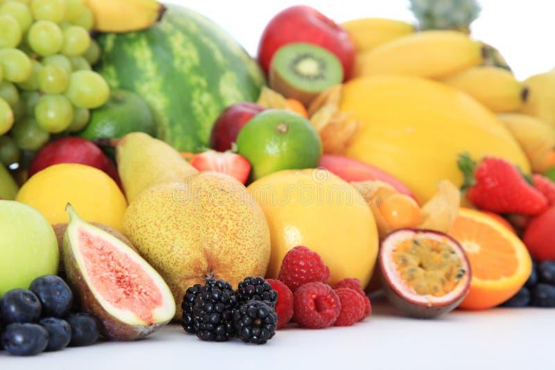 Stapel van diverse vruchten stock foto's