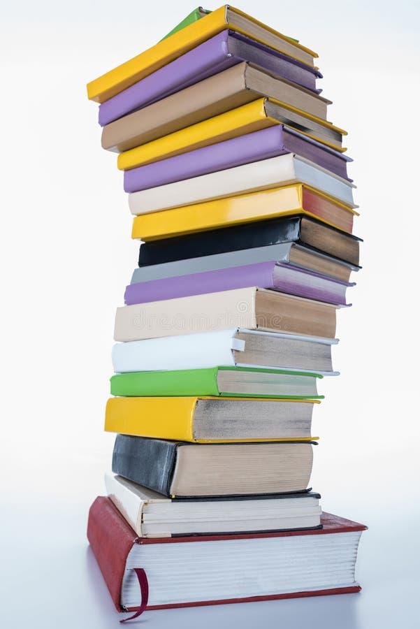 Stapel van gekleurde boeken stock foto
