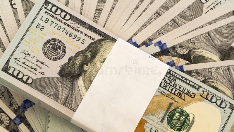 Stapel van geld in de bankbiljetten van het Amerikaanse dollarscontante geld royalty-vrije stock afbeeldingen