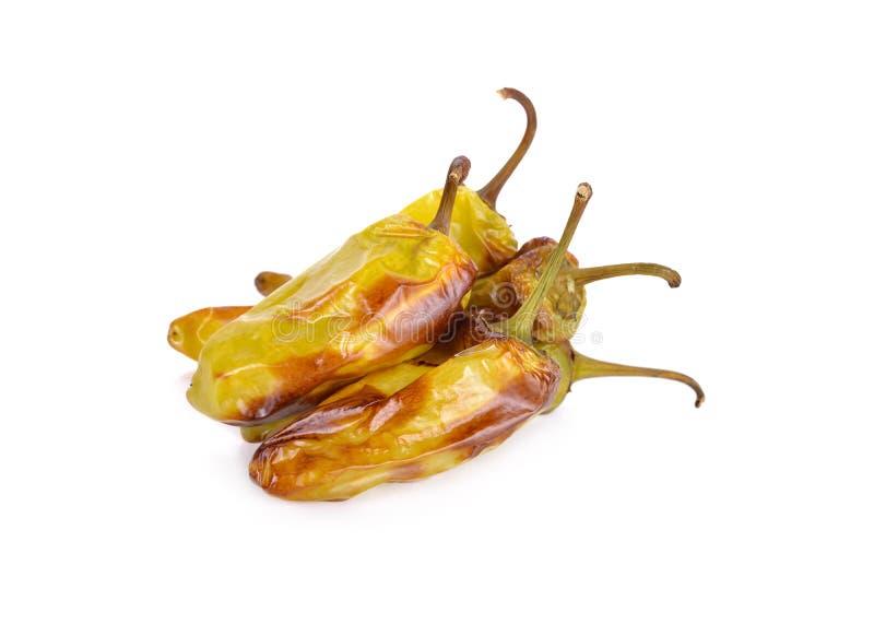 Stapel van geroosterde groene Spaanse peperpeper met stam op witte backgroun royalty-vrije stock fotografie