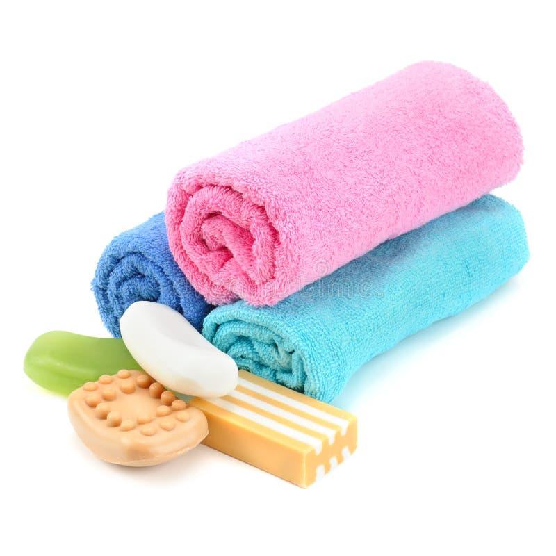 Stapel van handdoeken en zeep stock fotografie