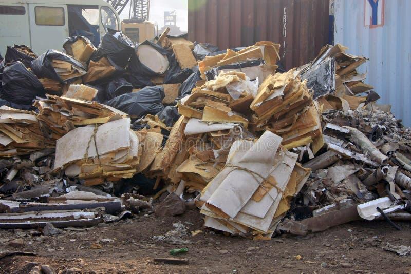 Stapel van het afval/het vuilnis van Schipbreakering in Darukhana-Schip Brekende Werf stock foto's