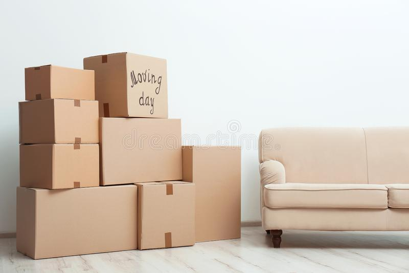 Stapel van het bewegen van dozen stock foto