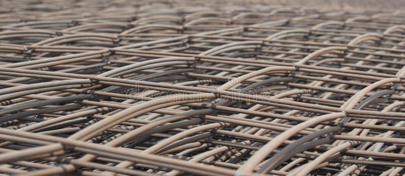 Stapel van het de barsnetwerk van de metaalversterking voor bouw stock foto