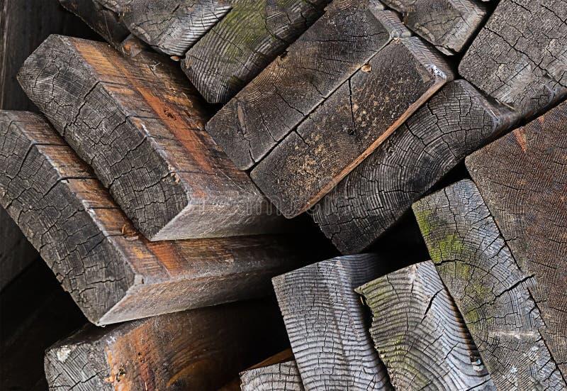 Stapel van het doorstane oude de bouw van het het ontwerpthema van de raads materiële houten basis verfraaien royalty-vrije stock foto