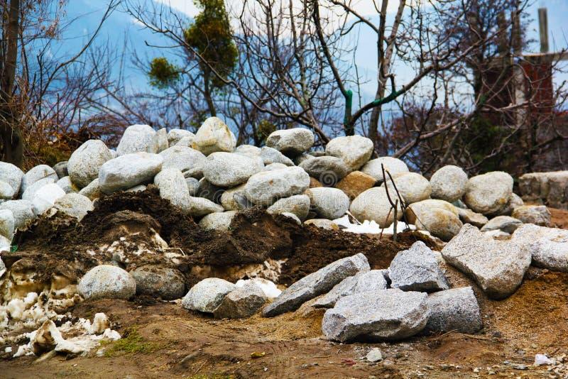 Stapel van kalksteen in steengroeve stock foto