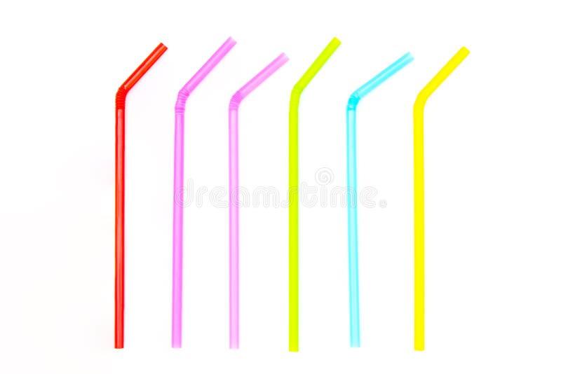 Stapel van kleurrijk plastic die het drinken stro op witte achtergrond wordt geïsoleerd royalty-vrije stock foto