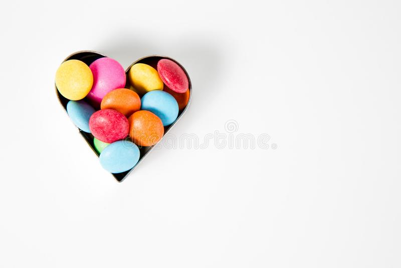 Stapel van kleurrijk snoepjessuikergoed in vorm van hart - hoogste mening stock illustratie