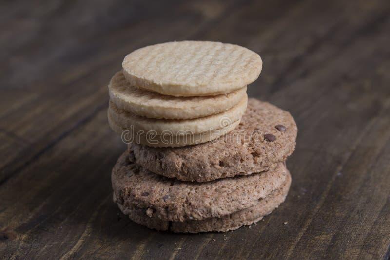 Stapel van koekjes op houten lijst royalty-vrije stock foto's