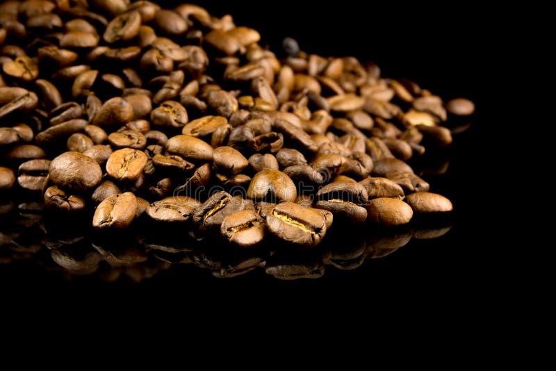 Stapel van koffiebonen stock fotografie