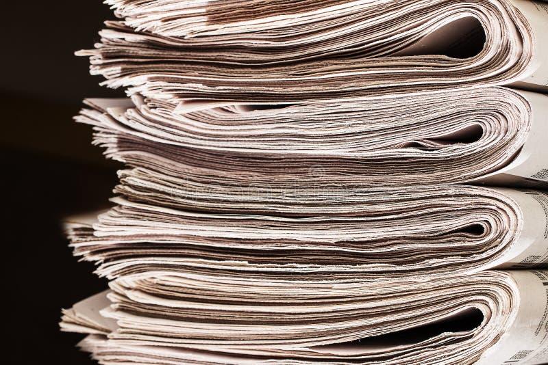 Stapel van krantenclose-up royalty-vrije stock afbeeldingen