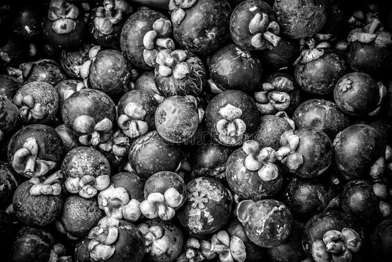 Stapel van Mangostan in Zwart-wit royalty-vrije stock fotografie