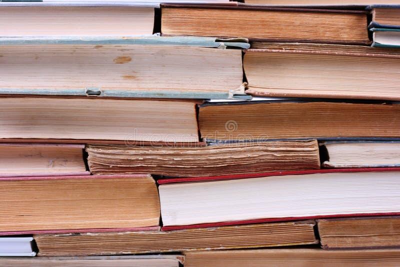 Stapel van oude boeken royalty-vrije stock afbeeldingen
