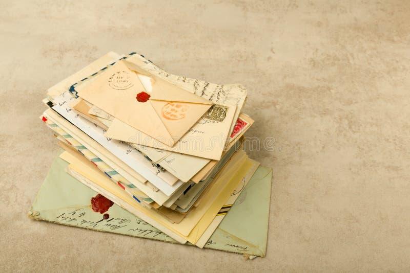 Stapel van oude brieven royalty-vrije stock afbeelding