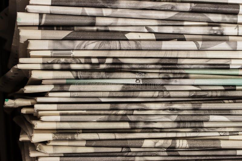 Stapel van oude kranten royalty-vrije stock foto's