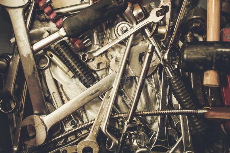 Stapel van Oude Metaalmoersleutels stock foto's