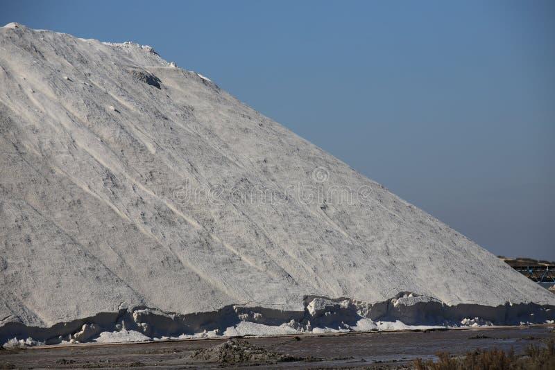 Stapel van overzees zout in zout in Camargue stock fotografie