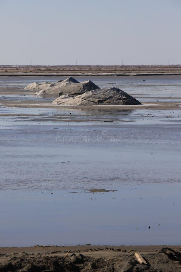 Stapel van overzees zout in zout in Camargue royalty-vrije stock afbeeldingen