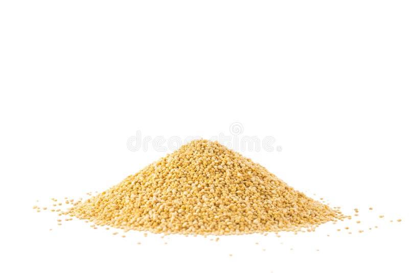 Stapel van quinoa zaden op een wit worden geïsoleerd dat royalty-vrije stock foto's